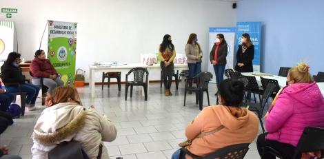 Entrega de Kits a mujeres beneficiarias de viviendas de INVICO