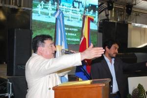 """Presentaron en la Feria del Libro de Curuzú el documental """"Dos Mochilas"""""""