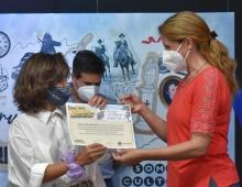 """Entrega de reconocimientos a postulantes del certamen """"ciudadano del año"""" y a ganadores del concurso de fotografía"""