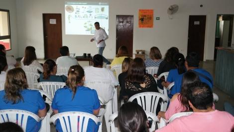 Capacitan sobre ovitrampas a agentes sanitarios y enfermeros del Municipio