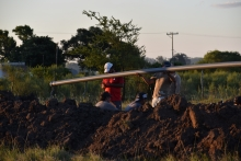 Irigoyen gestionó más de 900 metros de caño para llevar agua de calidad al barrio Las Palmas
